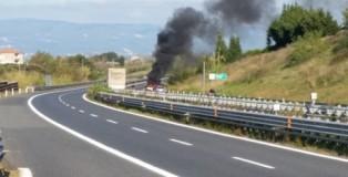 auto in fiamme sulla salerno reggio calabria