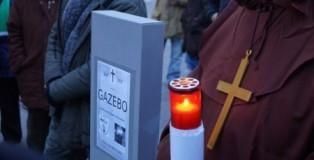 Funerale_gazebo meetup 5 stelle cosenza