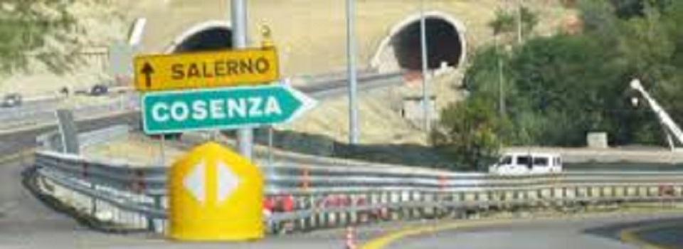 Crolla un viadotto sulla Salerno-Reggio Calabria: muore giovane operaio