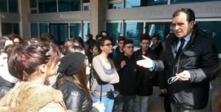enzo bruno_e_studenti_De_Nobili