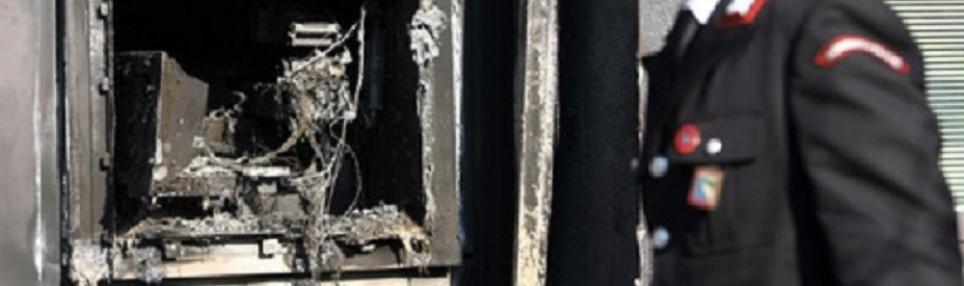 Cinquefrondi, ignoti fanno esplodere un bancomat per una rapina