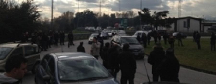 Monta la rabbia di Lsu-Lpu: bloccato svincolo autostradale a Cosenza