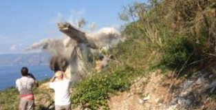 esplosione viadotto costa viola