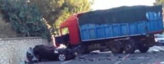 Scontro tra un'auto e un tir sulla SS 106 jonica, morto il regista Petitto