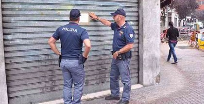 polizia chiude bar