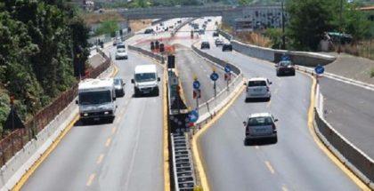 Bollino nero ma poco traffico sul tratto dell' autostrada A3 Salerno Reggio Calabria, 4 Agosto 2012. ANSA/CESARE ABBATE/