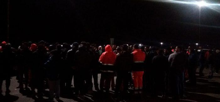 Blocco attività al porto di Gioia Tauro: lotta dura senza paura Esuberi: braccia ancora incrociate tra i lavoratori, astensione al 98%. Inizia la quarta notte di protesta