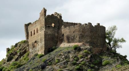 I resti del Castello Ruffo nella Valle dell'Amendolea Immersione nei luoghi del territorio